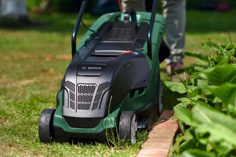Elektrická sekačka na trávu Bosch UniversalRotak 550